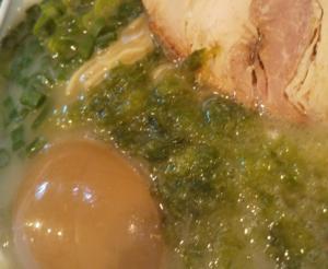 marutama karashi1 300x246 - らーめんまる玉は鶏パイタンのパイオニア?大島店で真髄を堪能!